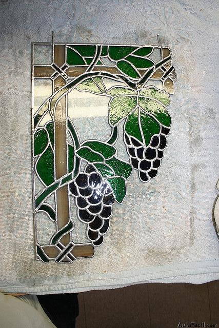 vidriera terminada uvas